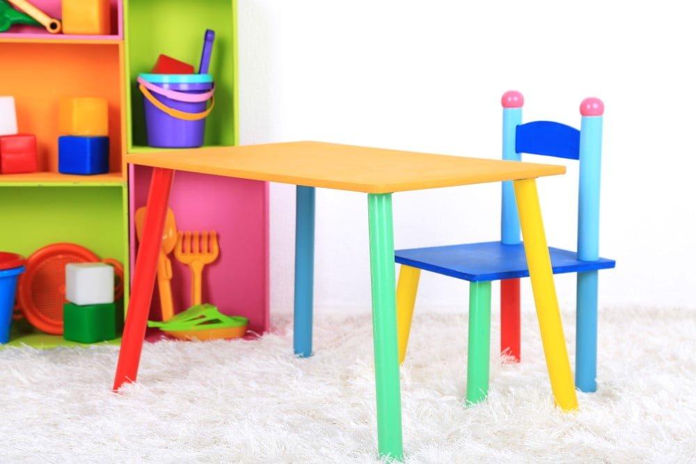 Børnebord og stol